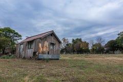 Drewniany dom w zaniechanym dworcu obraz royalty free