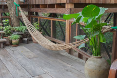 Drewniany dom z nowożytną Tajlandzką stylową architekturą Zdjęcie Stock