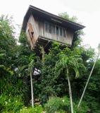 Drewniany domek na drzewie Zdjęcia Stock