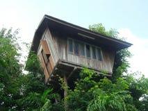 Drewniany domek na drzewie Obrazy Royalty Free
