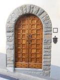DREWNIANY drzwi, FIESOLE, WŁOCHY Zdjęcia Royalty Free