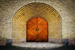 Drewniany drzwi na ściana z cegieł kościół w Kopenhaga Obraz Royalty Free