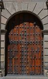 Drewniany drzwi przy śródmieściem Guadalajara miasto Meksyk Zdjęcia Stock