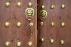 Drewniany drzwi w orientalnym stylu zdjęcia royalty free