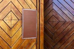 Drewniany drzwi z egzaminem próbnym w górę szablonu zdjęcie royalty free