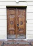 Drewniany drzwi z rytownictwem Obrazy Stock
