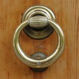 Drewniany drzwi z starą brązową rękojeścią Obraz Stock