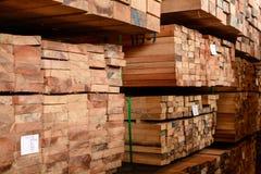 Drewniany fabryka zapas i tarcicy deska zdjęcia stock