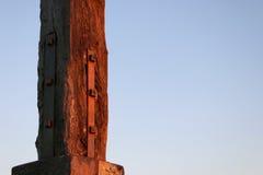 Drewniany filar - odsadzka Przeciw niebu Obraz Royalty Free