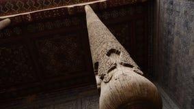 Drewniany filar wyśmienity kafelkowy sufit zbiory