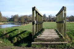 Drewniany Footbridge, Fen Ditton, Cambridgeshire, Anglia Zdjęcia Royalty Free