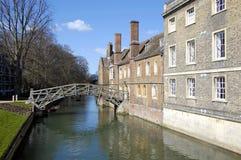 Drewniany Footbridge Nad Rzeczny krzywka Cambridge Obrazy Royalty Free
