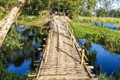 Drewniany footbridge, przejście, droga przemian/ fotografia royalty free
