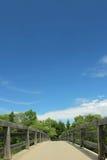 Drewniany footbridge, widok spod spodu Zdjęcie Royalty Free
