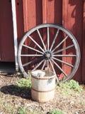 Drewniany furgonu koło Fotografia Stock