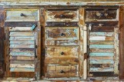 Drewniany gabinet z zamkniętymi kreślarzami zdjęcie stock