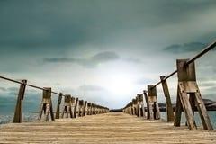 Drewniany gangway i nieba tło Fotografia Royalty Free
