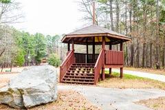 Drewniany Gazebo Granitowym głazem Fotografia Royalty Free
