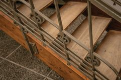 Drewniany i żelazny sztuki Nouveau schody w starym budynku przy Bruksela, Obrazy Royalty Free