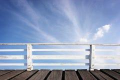 Drewniany jetty i niebo Obrazy Stock