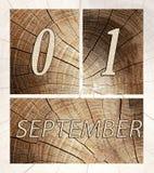 Drewniany kalendarzowy wizerunek otwiera na Wrześniu 1 Obrazy Royalty Free