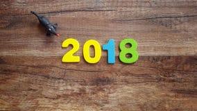 Drewniany kolor liczy tworzyć numerowy 2018, Dla nowego roku 2018 na drewnianym tle Fotografia Stock