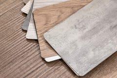 Drewniany koloru przewdonik na biurku Fotografia Royalty Free