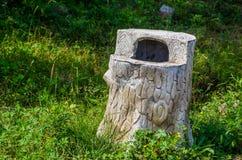 Drewniany kosz na śmieci Zdjęcia Royalty Free
