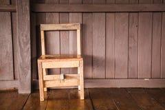 Drewniany krzesło samotnie Fotografia Royalty Free