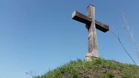 Drewniany krzyż na nieba tle zbiory