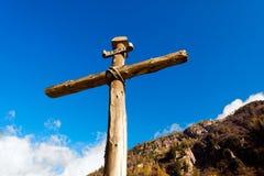 Drewniany krzyż - Włoscy Alps Obraz Stock