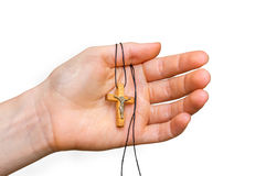 Drewniany krzyż w żeńskiej ręce odizolowywającej na bielu Zdjęcie Royalty Free