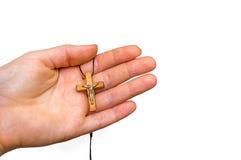 Drewniany krzyż w żeńskiej ręce odizolowywającej na bielu Obrazy Stock