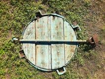 Drewniany ląg w ziemi fotografia stock