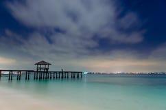Drewniany lądowanie z pawilonem w morzu Zdjęcia Royalty Free