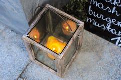 Drewniany lampion z świeczką Zdjęcia Royalty Free