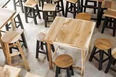 Drewniany meble Drewniany stół i drewniany krzesło Jasnobrązowy col Fotografia Royalty Free
