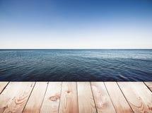Drewniany molo na błękitnym morzu Zdjęcie Royalty Free