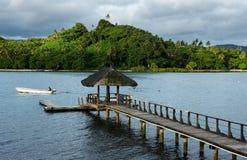 Drewniany molo przy Savusavu schronieniem, Vanua Levu wyspa, Fiji Zdjęcie Stock