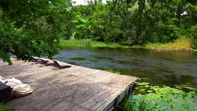 Drewniany molo z loungers zdjęcie wideo