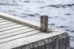 Drewniany molo, zmrok woda, cumownica obraz stock