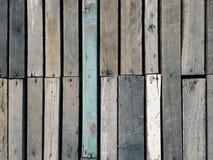 Drewniany most i ściana ukazujemy się z naturalnym brown kolorem i malującym kolorem Zdjęcie Stock