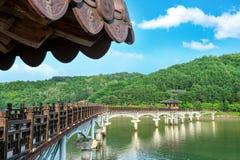 Drewniany most lub Wolyeonggyo most w Andong, Korea zdjęcia royalty free