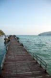 Drewniany most przy Surin wyspą, Phangnga, Tajlandia fotografia royalty free