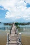 Drewniany most rybołówstwo w morzu zdjęcie royalty free