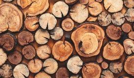 Drewniany naturalny cięcie notuje textured tło, odgórny widok zdjęcie stock