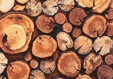 Drewniany naturalny piłuję bele zbliżenie, tekstura dla tła obrazy royalty free
