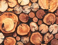 Drewniany naturalny piłuję bele zbliżenie, tekstura lub tło, obraz stock