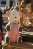 Drewniany niedźwiedź przy Zagreb Niedziela pchli targ zdjęcie royalty free