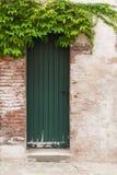 Drewniany nieociosany drzwi Zdjęcie Stock